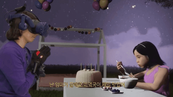 Madre e hija reencontrándose mediante la realidad virtual