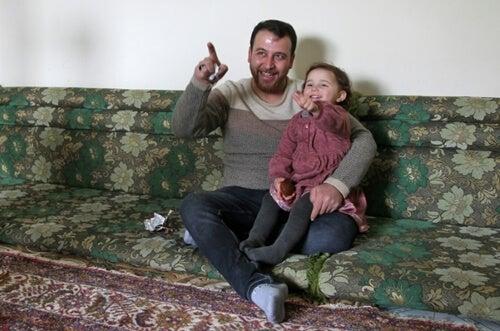 Padre sirio con su hija