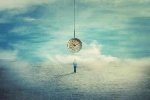 Persona soñando con un reloj