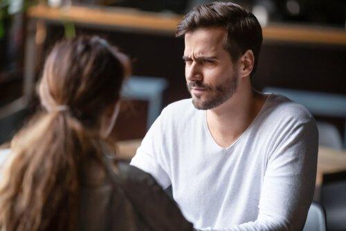 ¿Cómo salir airosos de los monólogos narcisistas?
