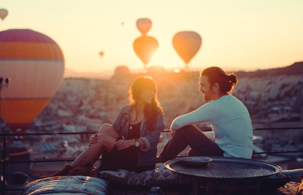 Pareja en una cita representando las mejores claves antes de comenzar una nueva relación