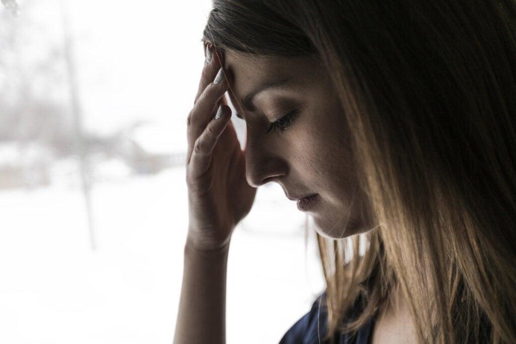 Chica preocupada por la frustración