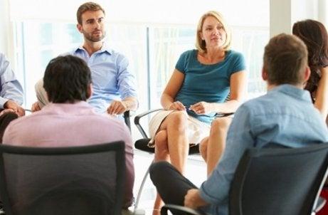 ¿Cómo superar con éxito una entrevista de trabajo grupal?
