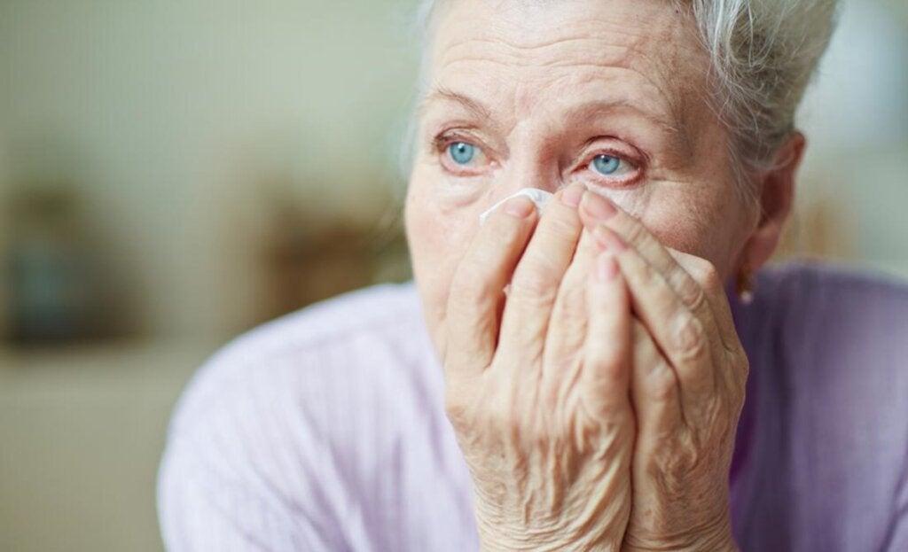 Mujer que sufre Trastorno neurológico funcional