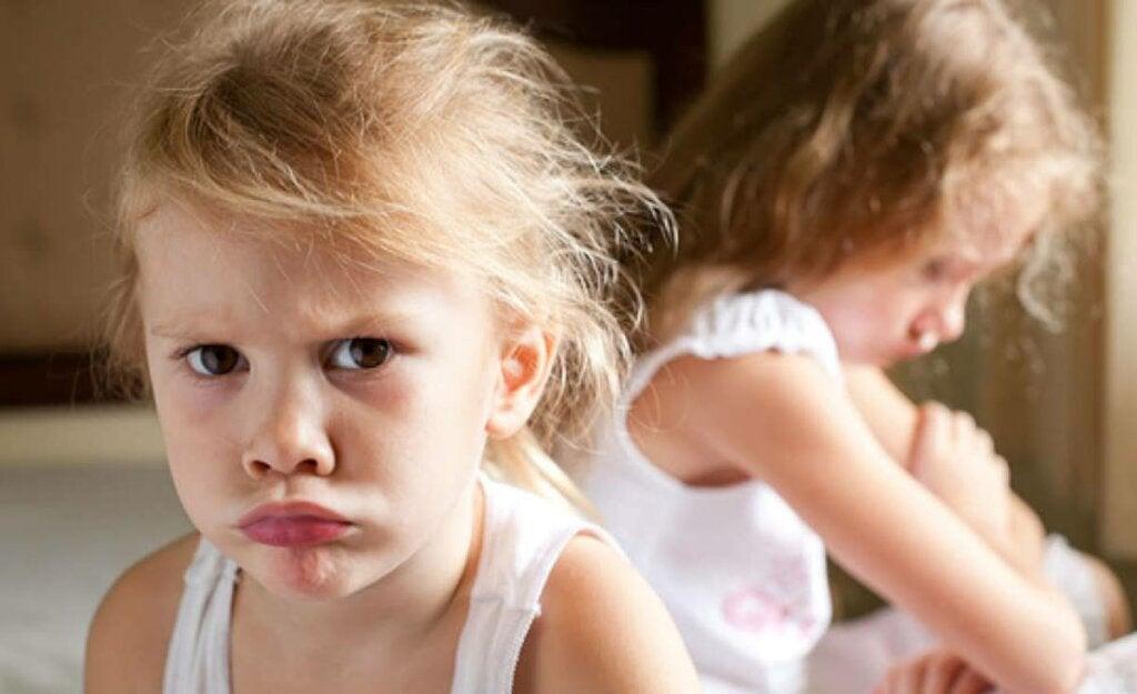 niña representando que las raíces de la ansiedad aparecen ya en niños de 14 meses