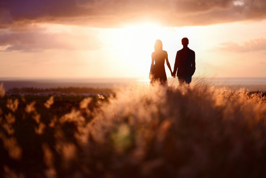 escena representando la necesidad de trabajar el orgullo en las relaciones de pareja