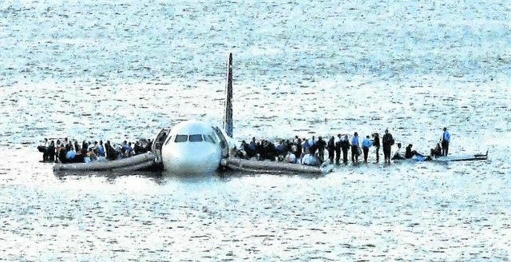 Avión sobre el río Hudson