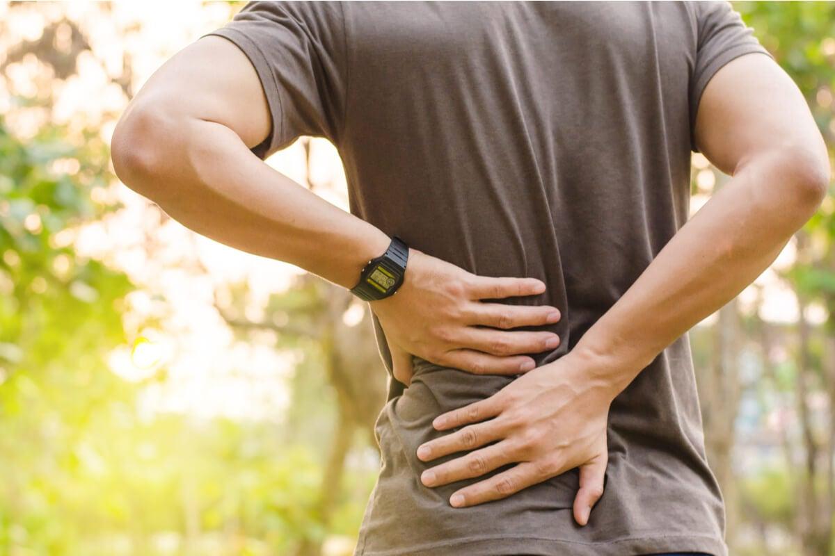 Dolor de espalda por ansiedad: ¿por qué ocurre? ¿qué puedo hacer?