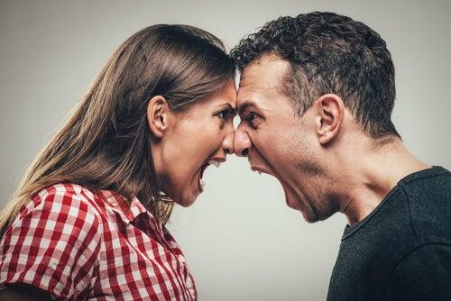 ¿Cómo explica la psicología las conductas agresivas?