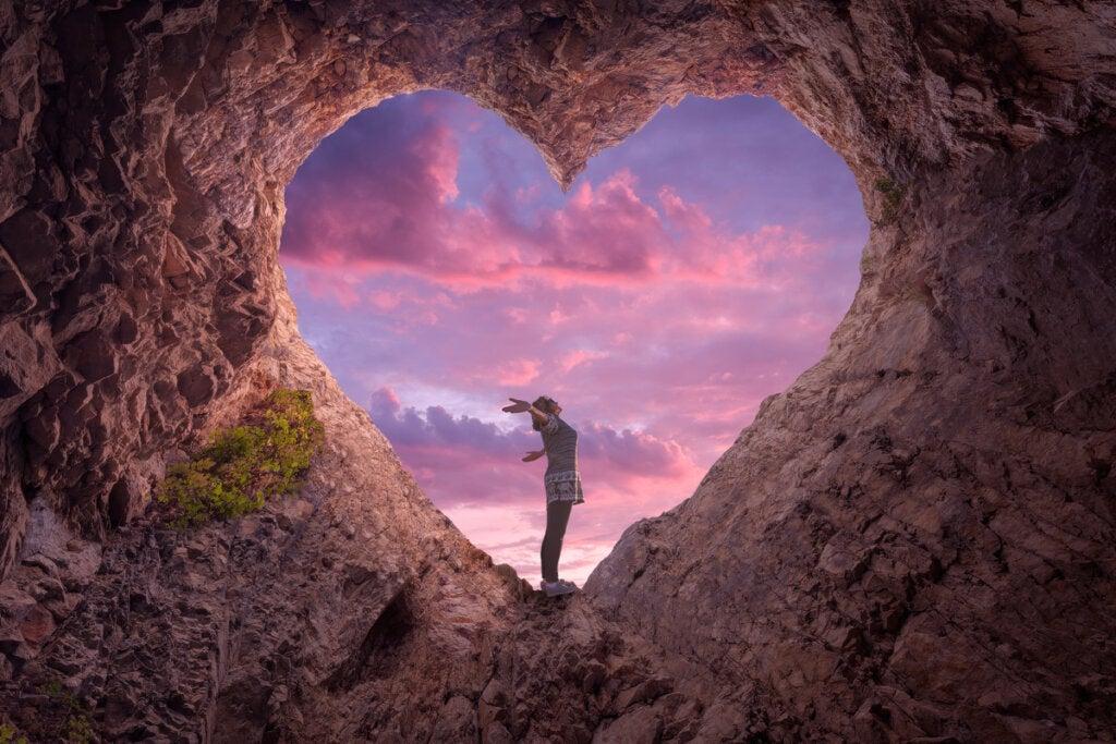 cueva en forma de corazón simbolizando la autoconciencia emocional